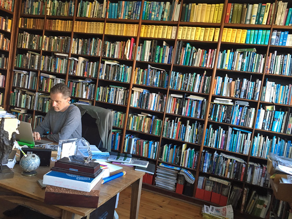 Penmanship podcast episode 40: Gideon Haigh, interviewed by Andrew McMillen. Published in August 2017. Photo of Gideon's library of books